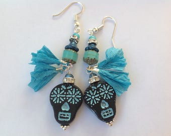 Ethnic earrings turquoise raffia tassels, Czech beads, skull Mexican blue, Czech beads, silver metal