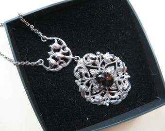 Antique silver pendant with Garnet