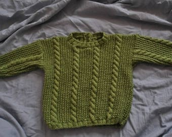 Pull 12 mois irlandais vert olive tricoté main