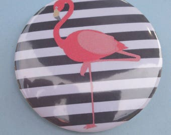 badge / brooch of 56 mm paper round shape