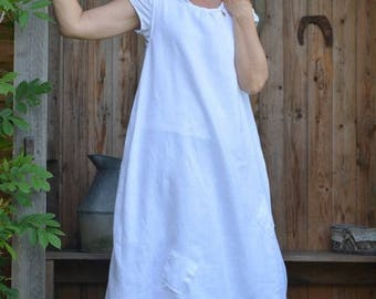white linen apron model Charlotte