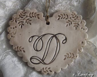 Heart custom earthenware, impression of lace, beige shabby patina and taupe letter ' from