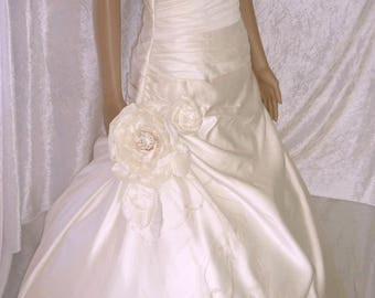 wedding dress painted with flowers made in the flame