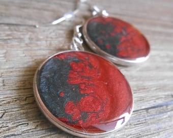 Reversible black ebony cabochon silver stud earrings and carmine red mother of Pearl