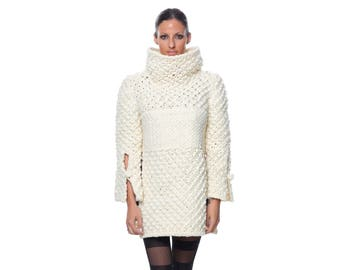 Large versatile neck Turtleneck Jersey sleeve and side open Sweater in wool fabric by q-bo27 Spain
