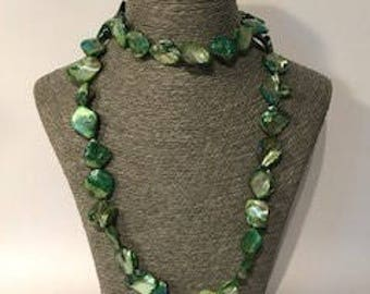 Mother of Pearl Necklace (Green Tones)