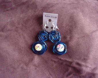 Earrings made with buttons made in natural wood, and aluminum wire