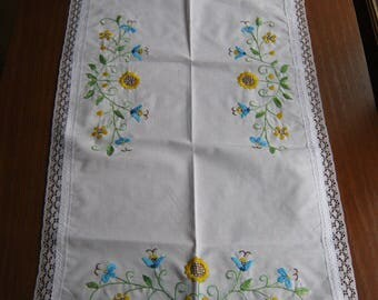 (N41) hand embroidered table runner doily