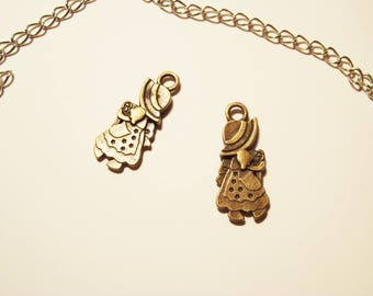2 charms bronze girls