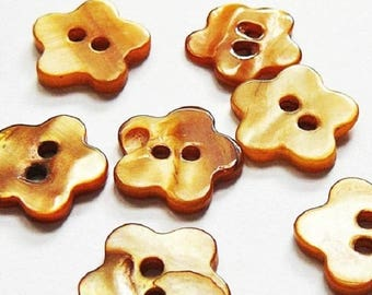 4 Pearl form Fleur 18 mm - Brown - 2 hole buttons