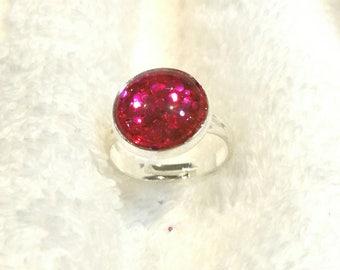 Ring cabochon with fuchsia glitter