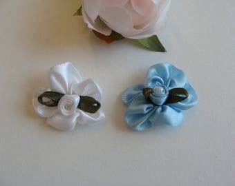 Set of 2 flower appliques, blue and white 30 mm heart button Pearl