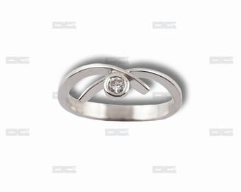 White gold ring 18 k, diamond.