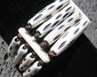 Bracelet bone and wood mounted on elastic