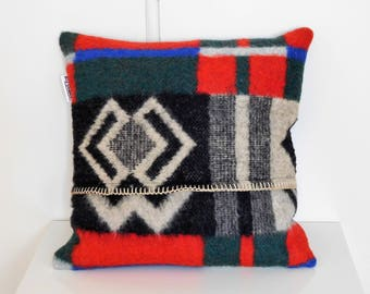 Living Pillow made of wool blanket 50 x 50 cm