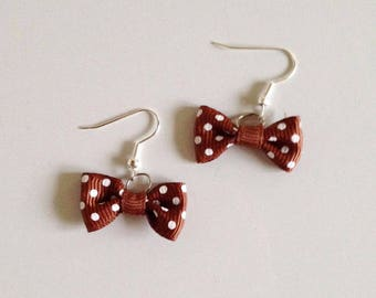 Knot earring Brown with white dots