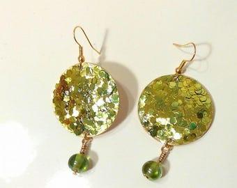 green glitter gold earrings with bead/earrings