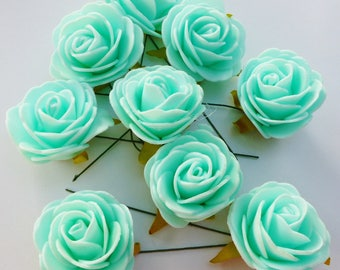 9 roses on green moss colored with water dimension 4 cm stem