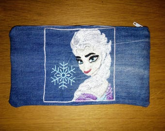 Kit in jeans with embroidered Elsa frozen