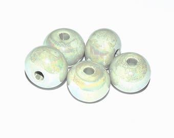 Perle Céramique - flattened round (17x13mm) - light grey / green iridescent - 4.1 mm hole - PCERRD1715GRI047