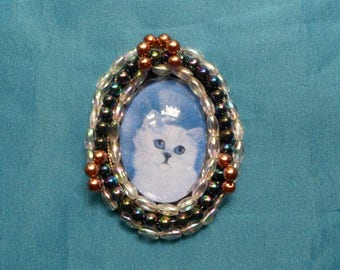 Brooch baroque or Medallion with cat: white kitten