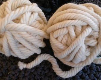 lot 2 pelotes grosse laine mèche naturelle super bulky xxl écru. 250g par pelote. pure laine
