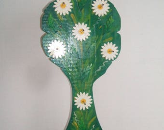 Display is made of wood (bunch of daisies)