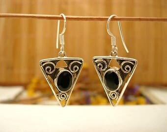 Earrings in silver and Black Onyx stone.
