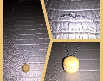 Silver necklace with beige button