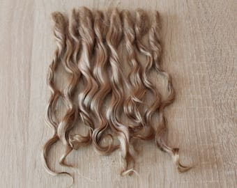 Muñeca rizado cabello (ámbar, color de ámbar crudo) mohair custom blythe muñeca pelo pullip peluca waldorf trama bjd muñeca rizado pelo mohair peluca reroot