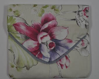 large pouch in beige fabric printed big flowers