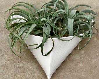 Kiki wall vase