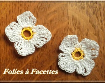 White flowers with yellow heart with crochet cotton
