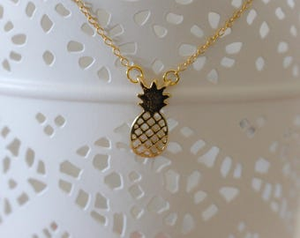 Necklace thin gold pineapple pendant