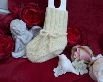 Baby booties, knitted baby booties, baby gift, baby shoes, winter baby shoes, warm booties, baby footwear, baby socks.