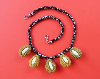 Jackfruit necklace מחרוזת ג'ק פרוט