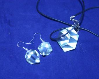 Set resin diamond pendant and earrings