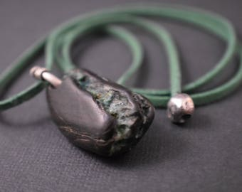 Necklace - Natural  Pendant necklace black fossil/turquoise streak stone