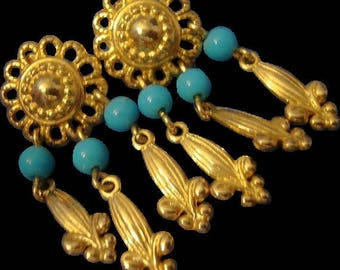 VINTAGE fleur des lis Dangle earrings in gold tone with turquoise beads