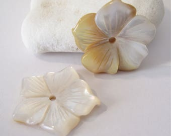 Mother of Pearl Carved Flower Pendant Bead, Carved Mother of Pearl Flower Pendant Bead,Natural Mother of Pearl Pendant Pearl Bead (MOPB-083)