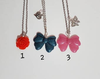 Necklace with bow and rose in resin