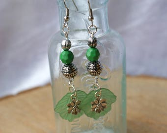 Leaf Earrings, Bead Earrings, Green Leaf Earrings, Dangle Earrings, Drop Earrings, Gift for Her, Nature Earrings