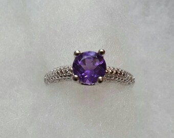 Lovely 1.5 carat genuine amethyst ring size 8 set in sterling silver