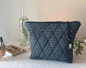 Mattelasse blue pouch