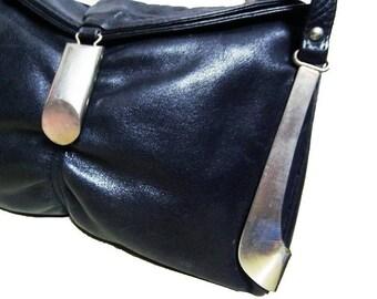 Fiber Street VINTAGE!  vintage 70s beautiful leather and metal bag