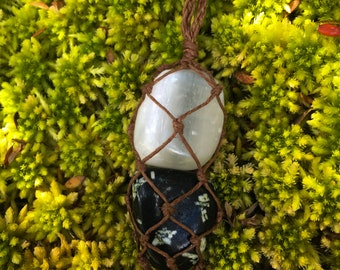Crystal necklace with hemp cord