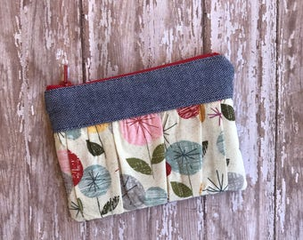 Floral Coin purse. Coin Pouch. Money Holder. Zipper Pouch. Mini zipper pouch Small  pouch Gift for her. Gift under 10. Small gift.