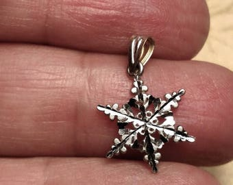 Flash Sale 14K Solid Gold Vintage Unusual Snowflake Snow Flake Two Toned White Yellow Sided Hallmarked Christmas