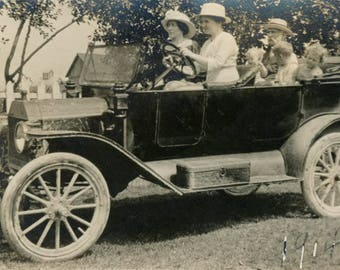 vintage photo 1914 Woman Driver Man kids in back of open air car