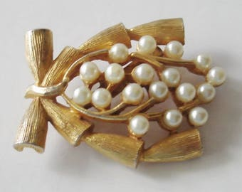 Jewelry Brooch Vintage Trifari Goldtone  Wishbone Bamboo w Cluster of Pearls   Unique Vintage Brooch